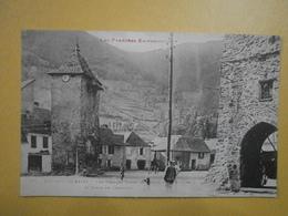 09 Sentein Les Bains. Les Vieilles Tours De L'enceinte Fortifiée Et Cimes De L'Artigou (4974) - France