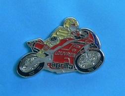 1 PIN'S //   ** MOTO GP APRILIA / VILLE DE LOUVRES / MICHELIN ** . (© Qualité Collectors Série Limitée) - Motorbikes