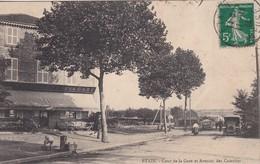 ETAIN- Cour De La Gare Et Avenue Des Casernes - Café De La Gare - Animé - RARE - Etain