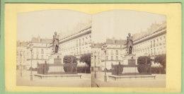 NANTES Vers 1860 - 1870 : La Statue De Cambronne. Photo Stéréoscopique. 2 Scans. - Stereoscopic