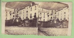 TOURS Vers 1860 - 1870 : Place Du Grand Marché, Fontaine De Beaune Avec Croix.  Photo Stéréoscopique. 2 Scans. - Stereoscopic