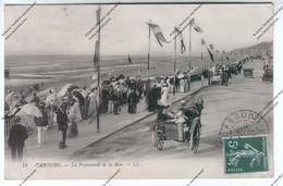 CPA CABOURG (14) : La Promenade De La Mer ( Automobiles, Fiacres) - Cabourg