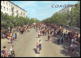 RUSSIA (USSR, 1989). SAKHALIN ISLAND. YUZHNO-SAKHALINSK. FAIR ON THE MAIN AVENUE - Russia