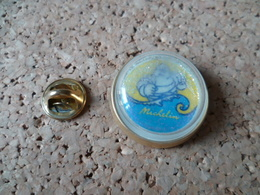 PIN'S    MICHELIN  PNEU - Badges
