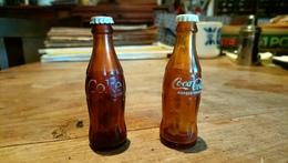 Lot 2 Bouteilles Différentes Publicitaire Coca Cola Taille Crayon Papeterie Bureau Rare - Autres Collections