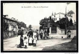 CPA ANCIENNE FRANCE- ST-JUÉRY (81)- RUE DE LA RÉPUBLIQUE- BELLE ANIMATION GROS PLAN- CARREFOUR- FONTAINE - Frankreich