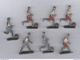 Lot De 7 Footballeurs En Plomb Peints - Circa 1940 - Fabricant à Identifier - Soldats De Plomb