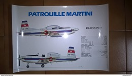 Photo Grand Format - Fiche Technique Pilatus PC 7 - Patrouille Martini - 48 X 32,5 Cm - Etat Neuf - Alcolici