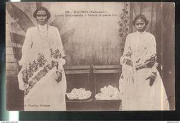 CPA  Madagascar - Majunga - Femme Betsimisaraka - Toilette De Grande Fête - Circulée - Madagascar