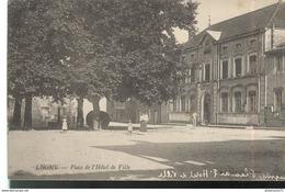 CPA Lugny - Place De L'Hôtel De Ville - Circulée - Macon