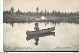 CPA Quebec - Lorette Indien , Huron Dans Sa Pirogue D'écorce - Non Circulée - Quebec