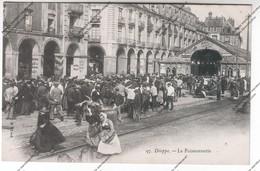CPA DIEPPE (76) : La Poissonnerie (femmes Avec Hottes Sur Le Dos) - Dieppe
