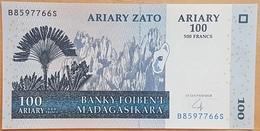 E11kb Banknote -  Madagascar 100 Ariary (500 Francs), 2004, UNC - Madagascar
