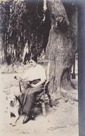 MUJER FEMME WOMAN LEYENDO LIT READING & DOG CHIEN PERRO. NATURE NATURALEZA. VINTAGE CIRCA 1910's NON CIRCULEE- BLEUP - Fotografie
