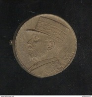Badge Bakélite Pétain Avec épingle Métallique - Diamètre 28 Mm - Circa 1941 - Militares