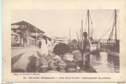 CPA  Madagascar - Majunga - Quai De La Douane - Débarquement De Poteries -  Circulée - Madagascar