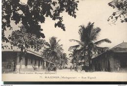 CPA  Madagascar - Majunga - Rue Rigault -  Circulée - Madagascar