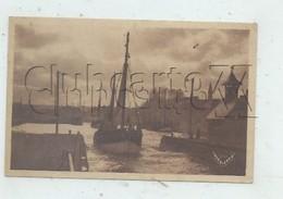 Port-en-Bessin-Huppain (14) : GP D'un Bateau De Pêche Sortant De Port-en-Bessin En 1945 PF. - Port-en-Bessin-Huppain