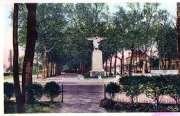 52 - Saint Dizier Le Monument Aux Morts De 1914 1918 Et La Gare - Saint Dizier