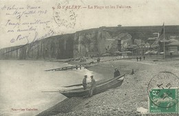 76)    SAINT VALERY - La Plage Et Les Falaises   (  Pëcheurs  ) - Saint Valery En Caux