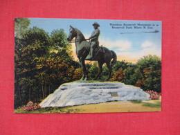 Theodore Roosevelt Monument   Minot  North Dakota >      Ref. 3082 - Minot