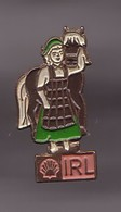 Pin's  Shell IRL Irlande Cheval Et Irlandaise Réf 1179 - Fuels