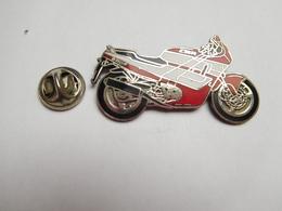 Superbe Pin's En EGF , Moto Honda CBR 600F - Motorbikes