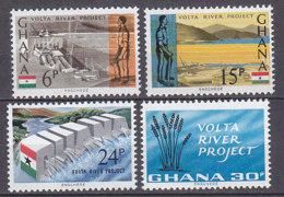 B0079 - GHANA Yv N°229/32 ** BARRAGE SUR VOLTA - Ghana (1957-...)