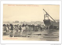 CPA Berck Plage - Préparatifs Pour La Pêche - La Remise à Flots Des Bateaux - Non Circulée - Berck