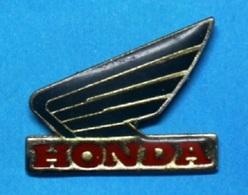PIN'S // ** LOGO / HONDA ** - Motorbikes