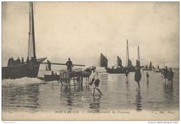 CPA Berck Plage - Débarquement Du Poisson - Non Circulée - Berck