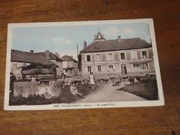 VILLETHIERRY - La Grand'place - Francia