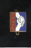 Petit Badge émaillé Fnaca - 11 X 14 Mm - Circa 1960 - Army & War