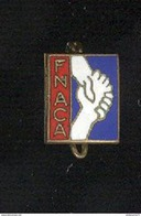 Petit Badge émaillé Fnaca - 11 X 14 Mm - Circa 1960 - Unclassified