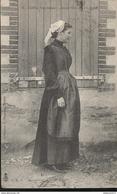 CPA Coiffes Nantaises - Jeune Fille De Plessé - Circulée 1907 - Costumi