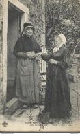 CPA Type Du Centre - Une Bonne Prise - Circulée 1904 - Costumes