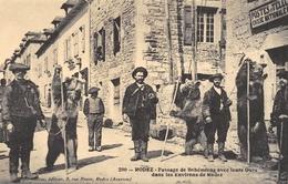 Rodez - Passage De Bohémiens Avec Leurs Ours - Cecodi N'1196 - Rodez