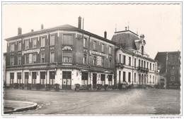 CPSM Chatillon Sur Chalaronne - L'Hôtel De L'Europe, La Poste Et L'Hôtel De Ville - Non Circulée - Châtillon-sur-Chalaronne