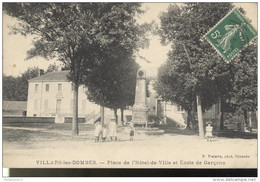 CPA Villars Les Dombes - Place De L'Hôtel De Ville - Ecole De Garçons - Circulée - Villars-les-Dombes