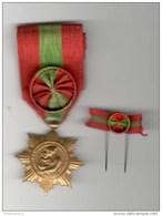 Médaille D'Honneur De La  Famille Française ( Version OR, Au Moins 10 Enfants ) + Réduction - Militares