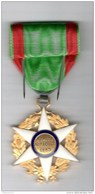 Médaille Mérite Agricole - Emaillée - Etat Neuf Avec étui - Unclassified
