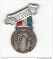 Insigne Oeuvre Des Pupilles Des Sapeurs Pompiers Français - 1938 - Militares