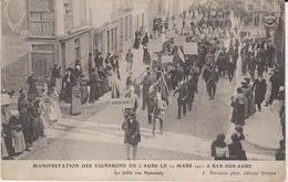 Manifestation Des Vignerons De L'aube Le 11 Mars 1911 à Bar Sur Aube.Le Défilé Rue Nationale - Bar-sur-Aube