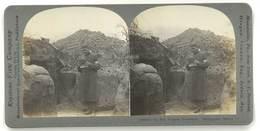 Photo Stéréoscopique : Guerre, War, In The French Trenches ( Tranchées, Soldat, Brancardiers, Croix Rouge ) - Photos Stéréoscopiques