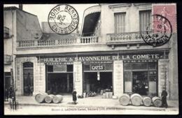 RARE CPA PRIVÉE FRANCE- BEZIERS (34)- MAISON J. LACROIX CADET- DEVANTURE DU MAGASIN ANIMÉE- HUILERIE LA COMETE 2 SCANS - Beziers