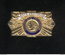 Badge Emaillé Dame D'Entraide - Militaria