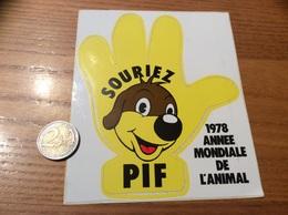 AUTOCOLLANT, Sticker «SOURIEZ PIF - 1978 ANNEE MONDIALE DE L'ANIMAL» (BD) - Adesivi