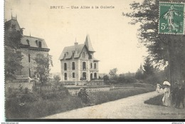 CPA  Brive - Allée à La Guierle -  Circulé - Brive La Gaillarde