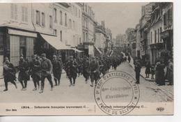 CPA.Militaire .Guerre 14-15 .Infanterie Française Traversant C... - Guerre 1914-18