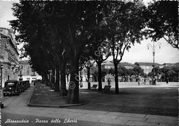 Cartolina Alessandria Piazza Della Libertà Animata - Alessandria